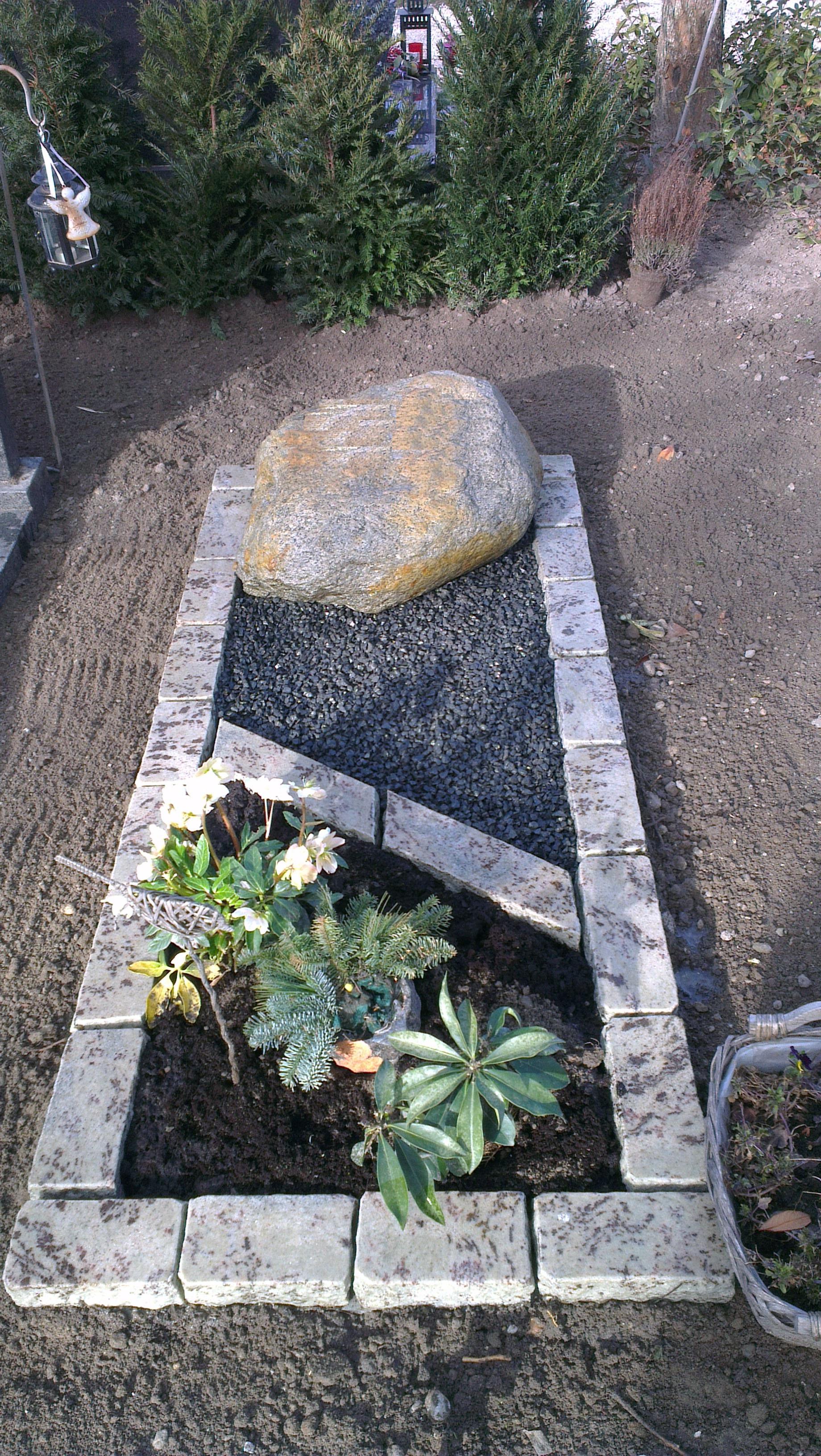 natuurlijke-grafsteen-rots