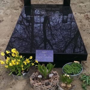Grafzerk met graflantaarns uitgevoerd in Zwart M Graniet
