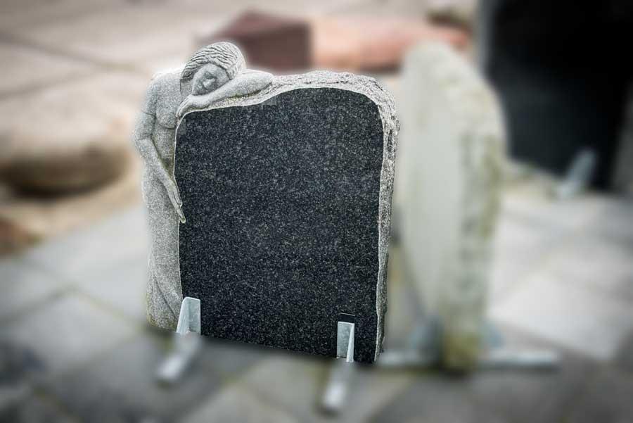 """grafsteen bijzonder 19 """"treurende vrouw"""""""