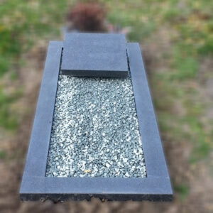 grafsteen-grafmonument-met-omranding-es-1-impala