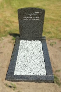 grafsteen met omranding Leiden