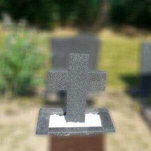 grafsteen-grafmonument-met-kruis-2