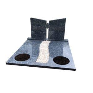 bijzondere-grafsteen-dubbel-grafmonument-met-zuilen-rond-plantvak-licht-labrador